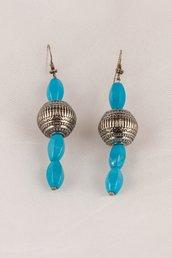 Orecchini in pasta di turchese azzurra e sfere d'argento fatti a mano - earrings in puff of blue turquoise and silver beads handmade.