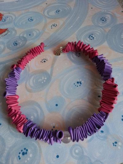 collana rigida colorata
