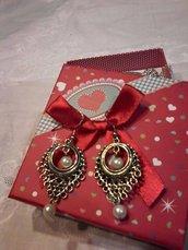 orecchini carinissimi in metallo e perlina bianca