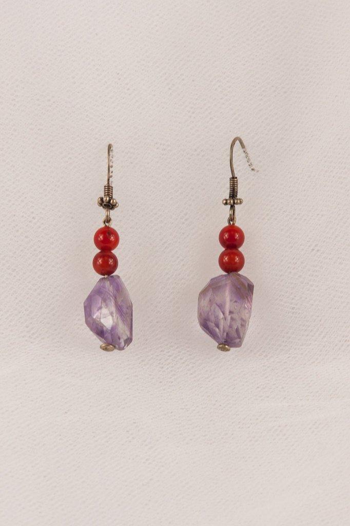 Orecchini con ametista viola e corallo rosso fatti a mano - earrings with purple amethyst and red coral handmade.