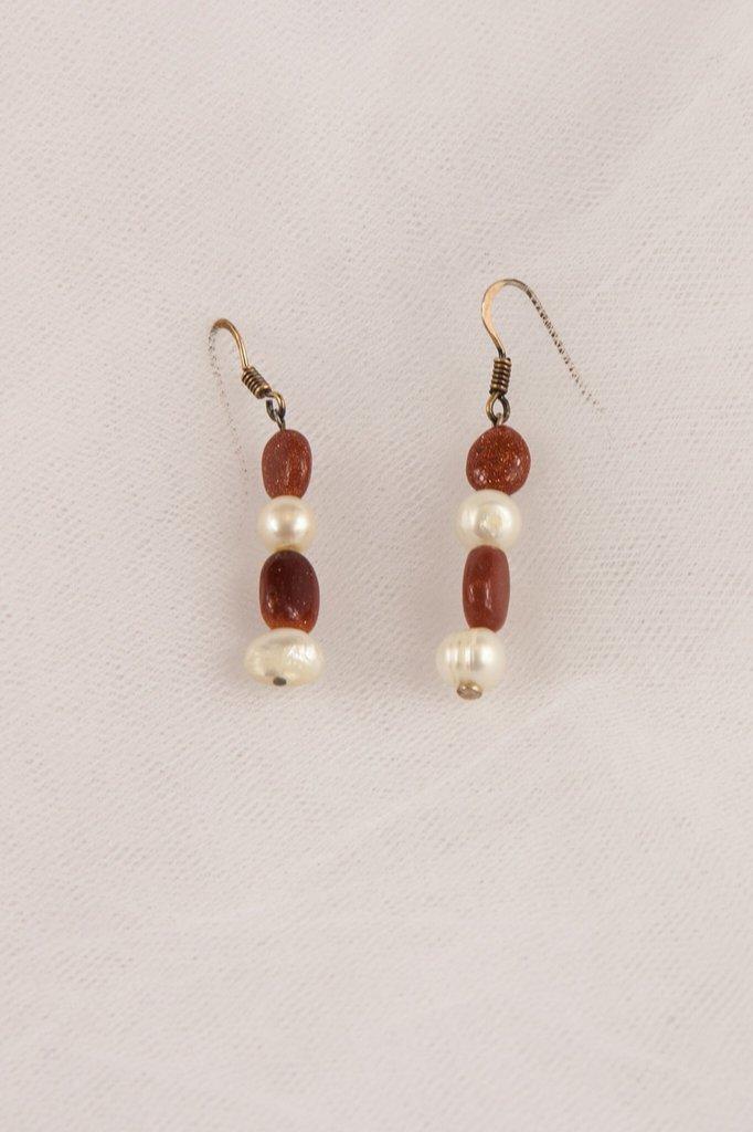 Orecchini in perle d'acqua dolce e pietra del sole fatti a mano - earrings freshwater pearl and sunstone handmade.