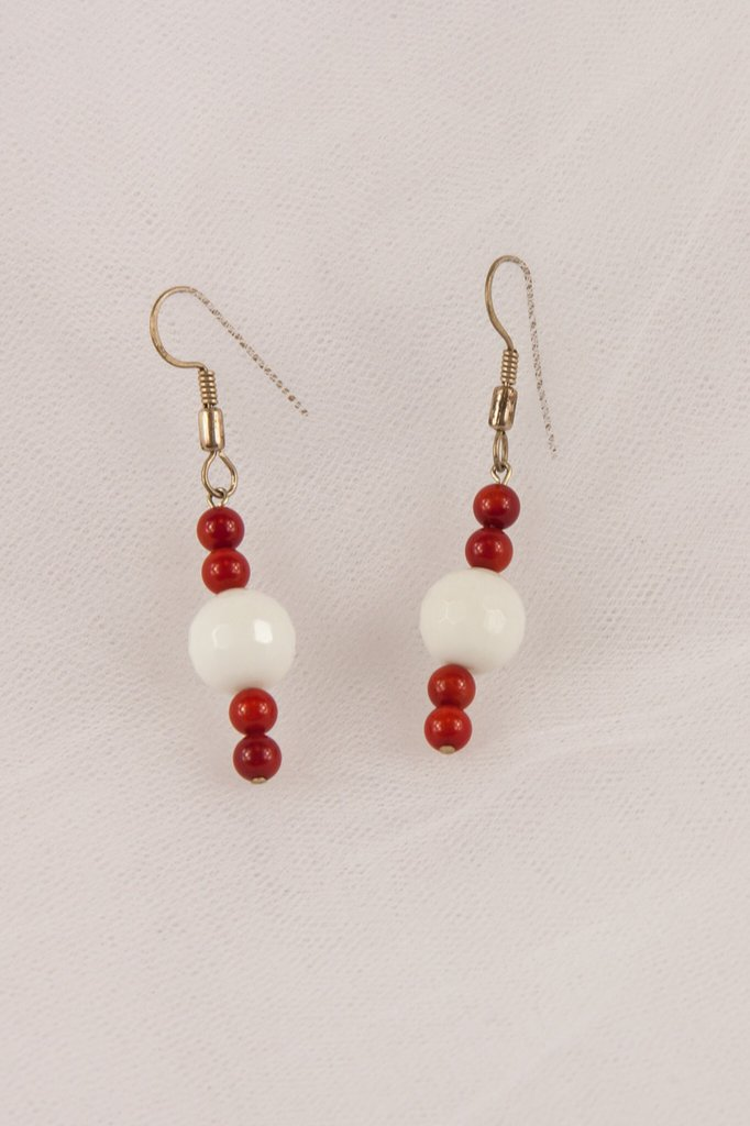 Orecchini in agata bianca e corallo rosso fatti mano - earrings in white agate and red coral hand made.