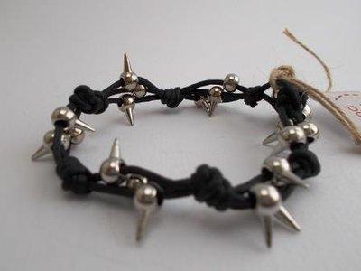 Bracciale cordino nero e perle metalliche dark