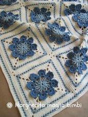 Copertina neonato - culla in lana e cotone lavorata a mano all'uncinetto