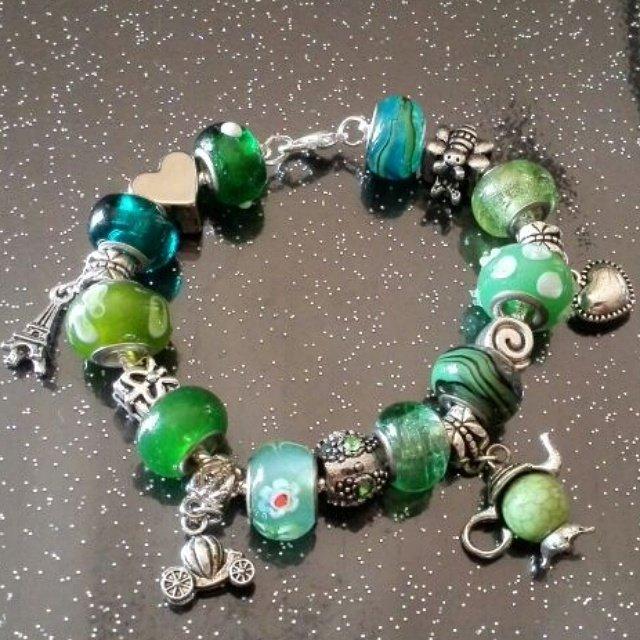 Bracciale in acciaio con perle a foro largo di vetro verde