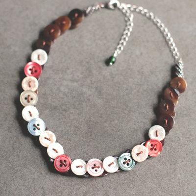 C.24.15 - girocollo con bottoni colorati vintage e nuovi - Linea Flower Power