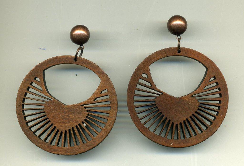 Orecchini in legno con grande disco a raggiera