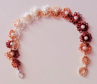 Elegantissimo braccialetto a fiori con perla centrale
