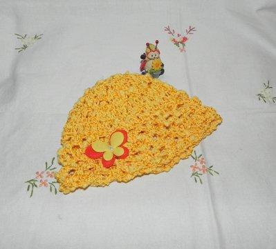 Cappellino GIALLO in cotone realizzato ad uncinetto