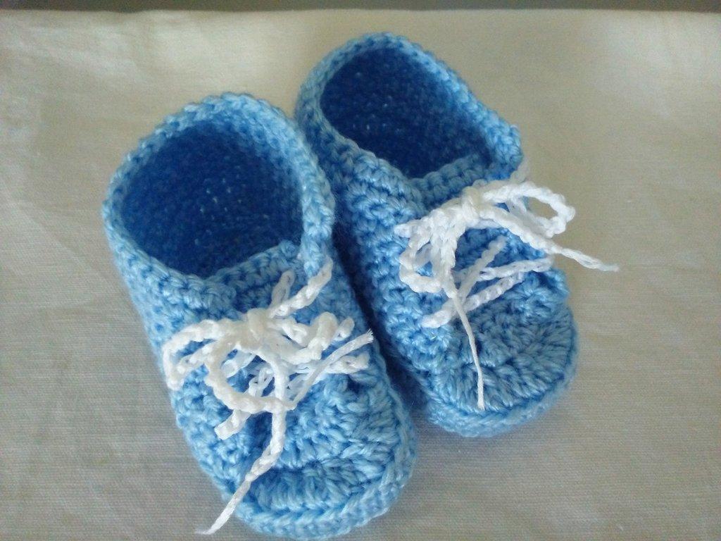 Scarpine di lana ad uncinetto