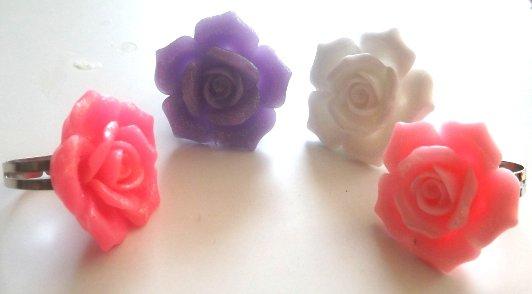 Anelli con rosa in resina per l'estate rosa,fucsia,bianco e rosa!!