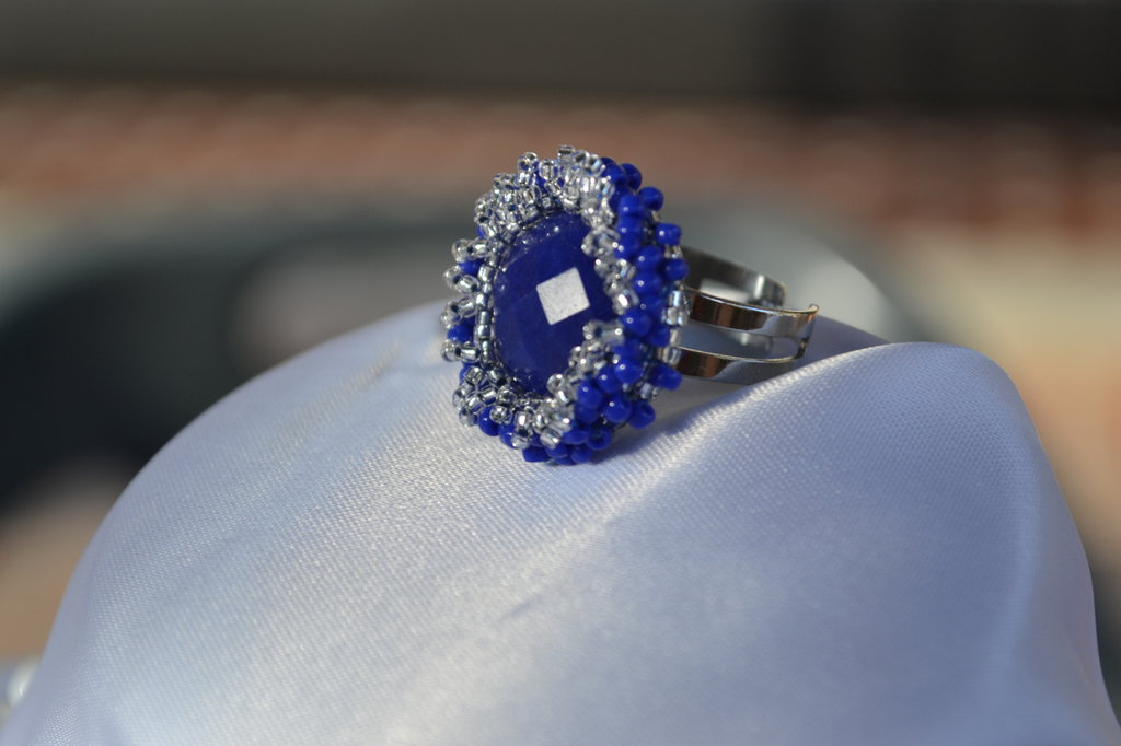Anello con Cabochon color sapphire