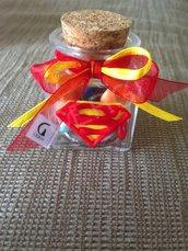 Bomboniera  in vetro con tappo di sughero decorata con stemma di Superman realizzato interamente a mano in pasta FIMO