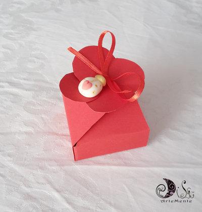 Scatola portaconfetti fiore laurea con ciondolo bomboniera coccinella