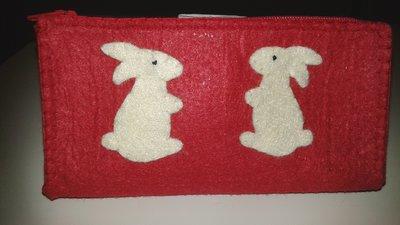 Pochette in feltro con coniglietti