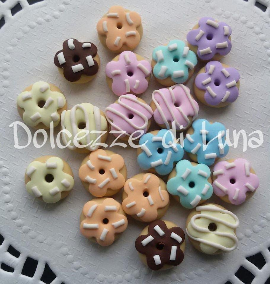 10 pezzi! mini ciambelle, donuts, fatte a mano in fimo, senza stampi, con glassa e zuccherini,misura orecchini da lobo o piccoli pendenti