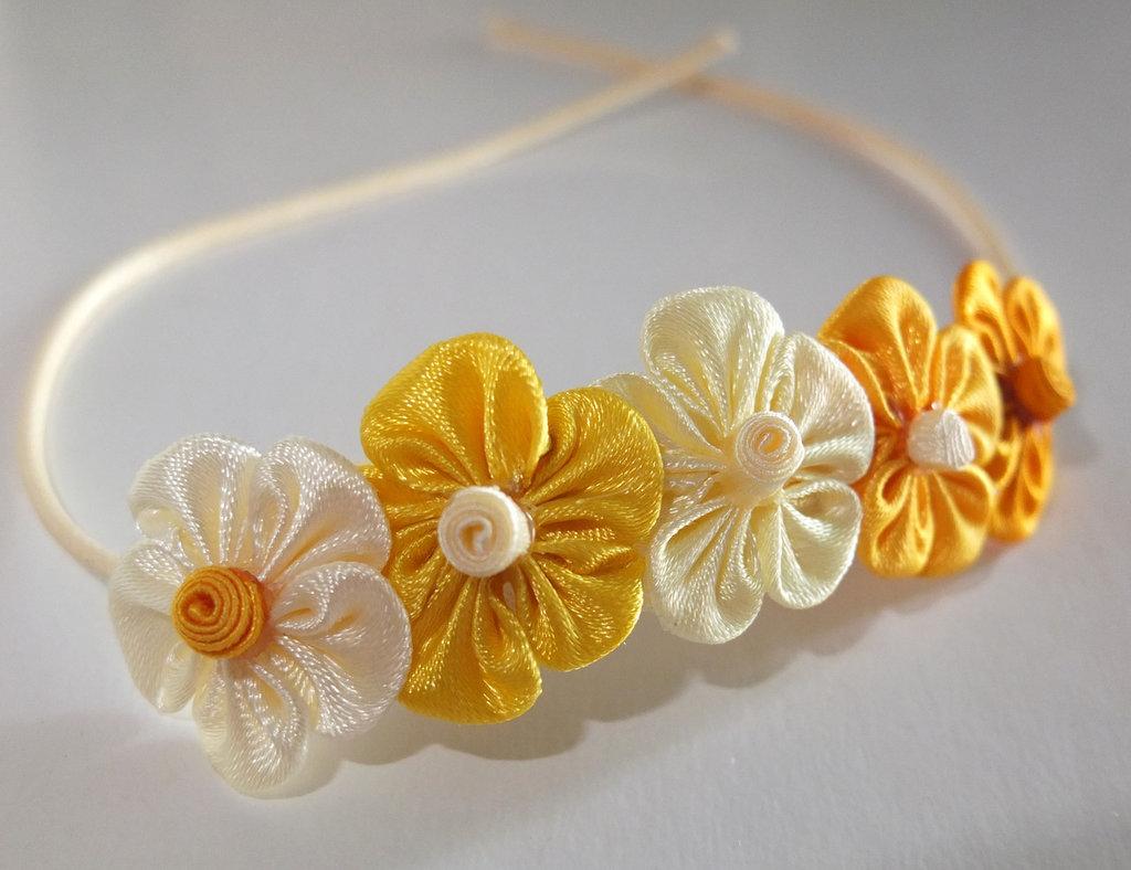 Braccialetto kanzashi con fiori gialli