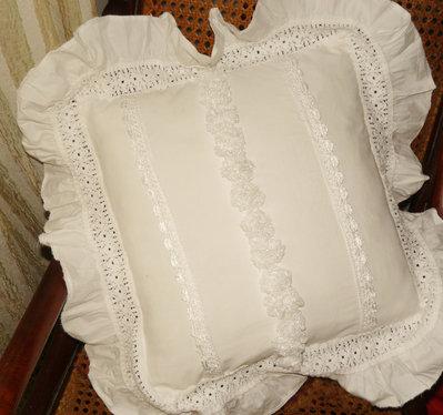 Cuscino bianco romantico