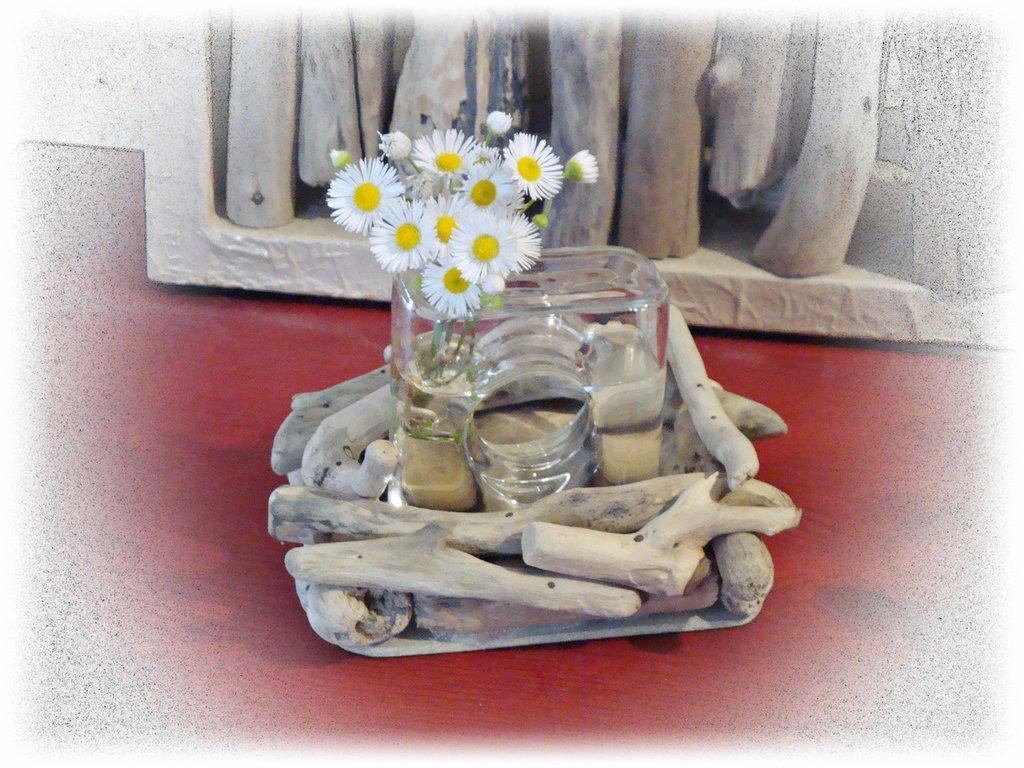 Vasetto vetro monofiore con legni di mare