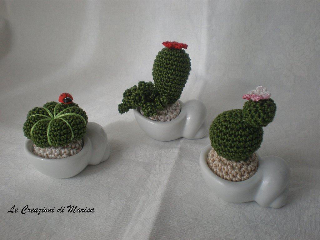 Tris Mini cactus uncinetto amigurumi