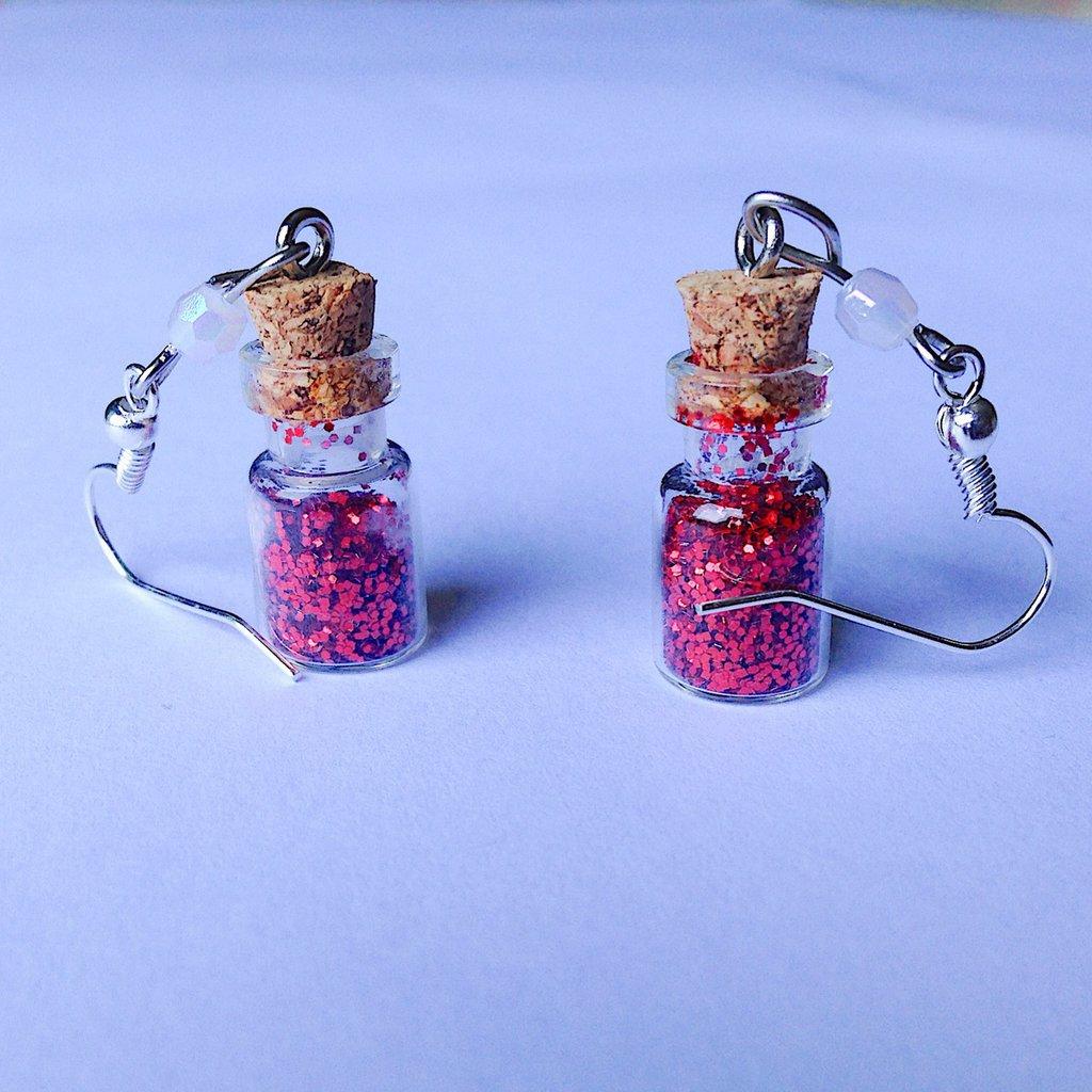 Orecchini pendenti con pozioni magiche filtri d'amore fatti a mano