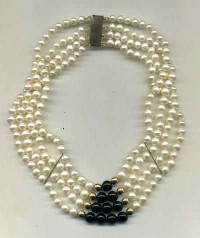 Strangolino a 4 fili in perle d'acqua dolce e onice