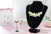 Parure collier e orecchini con fiori di tiarè