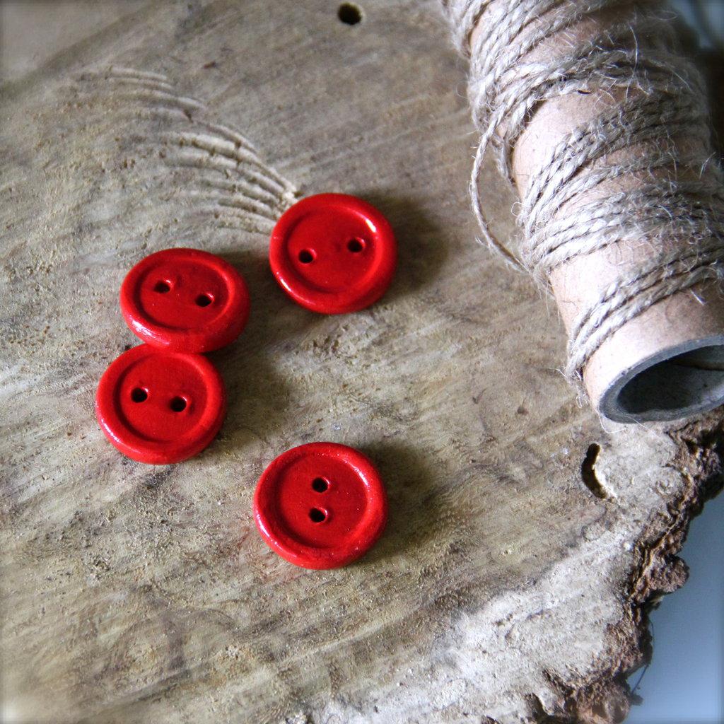 Set di Bottoni in ceramica, rosso intenso, artigianali. Spese di spedizione incluse!