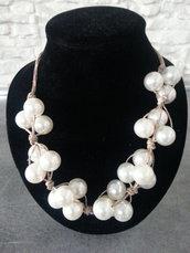 collana con perle bianche