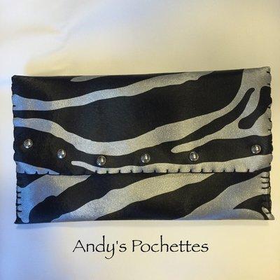Pochette in ecopelle zebrata nera e argento