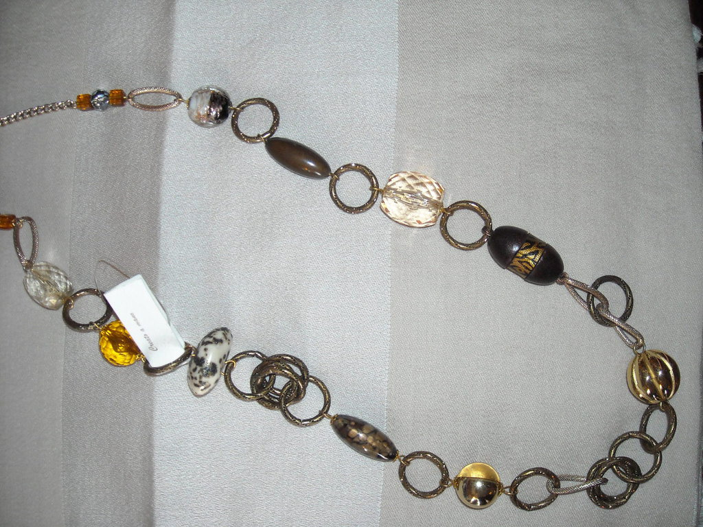 Collana bronzo lunga, anelli detellati. Fran.