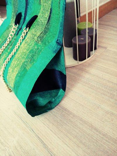 Borsa nelle tonalità del verde