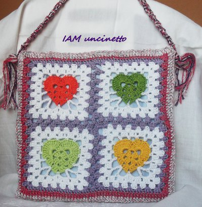 Borsa a piastrelle con cuori multicolor in cotone, seta e lurex all'uncinetto