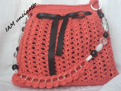 Borsa all'uncinetto in cotone arancione corallo con tracolla catena e perle