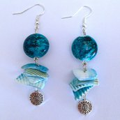 """Orecchini estivi """"Voglia di mare!"""" con perle e conchiglie azzurre"""