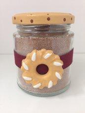 goloso barattolo decorato con biscotto Bucaneve  in ceramica, realizzato e dipinto a mano