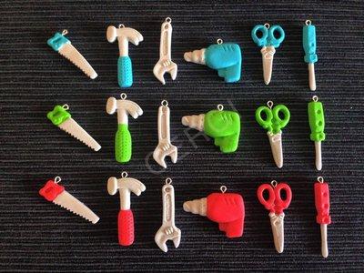 Attrezzi da lavoro realizzati a mano in pasta FIMO, ideali per decorare le vostre bomboniere