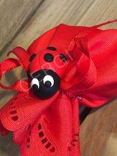 Coccinella portafortuna per Laurea interamente realizzata a mano in pasta FIMO ideale per decorare le vostre bomboniere