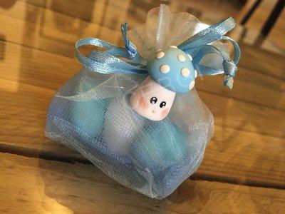 Funghetto interamente realizzato a mano in pasta FIMO ideale per decorare le vostre bomboniere