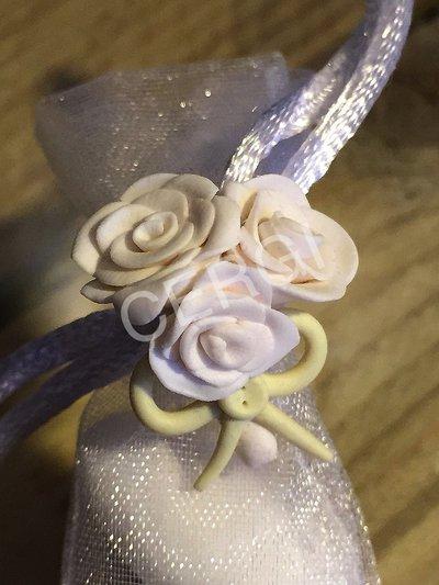 Bouquet di tre roselline interamente realizzate a mano in pasta FIMO ideale per decorare le vostre bomboniere
