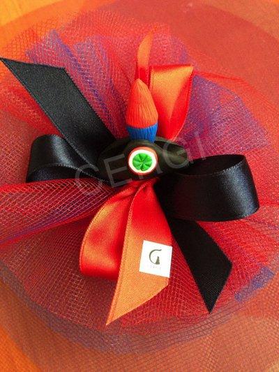Bomboniera con cappello da carabiniere (lucerna) interamente realizzato a mano in pasta FIMO