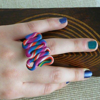 Anello serpentino colorato