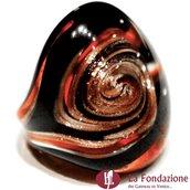 Anello a fascia Vertigo marrone in vetro di Murano fatto a mano