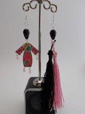 """Orecchini """"Sundry Molds"""" - Japan-Fringe pink-black"""