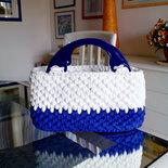 borsa bianca blu viola in fettuccia lavorata a mano