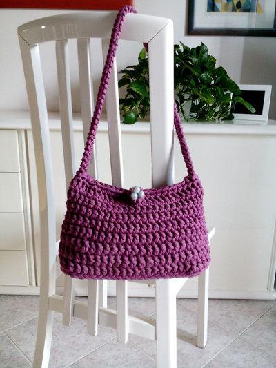 borsa tracolla rosa in fettuccia lavorata a mano