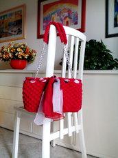 borsa fettuccia rossa realizzata all'uncinetto