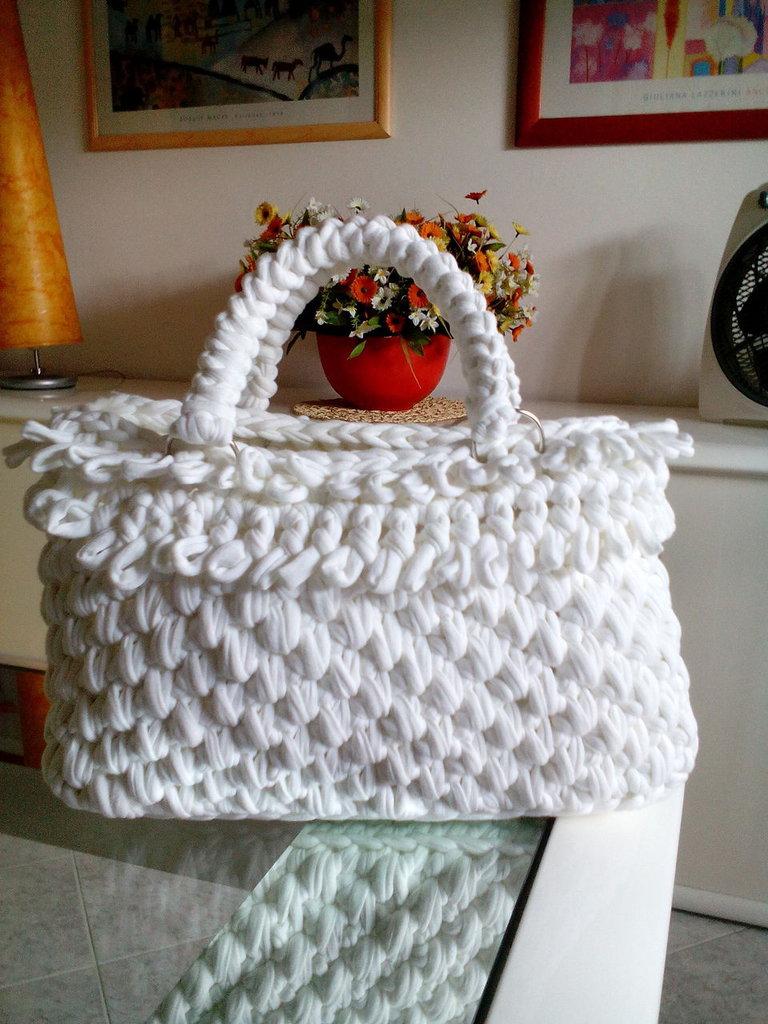 borsa bianca con frange