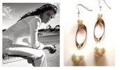 """Orecchini """"White oval pearl"""" con perle bianche ed elementi argentati"""