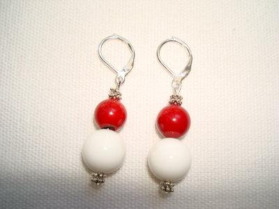 Orecchini bianchi e rossi